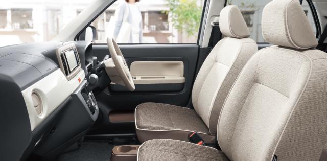 ゆったり運転できる、フロントシート。